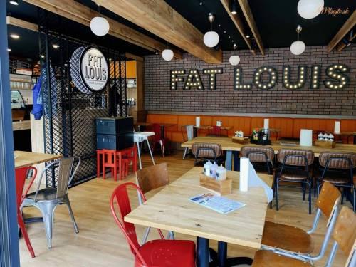 Fat Louis interiér